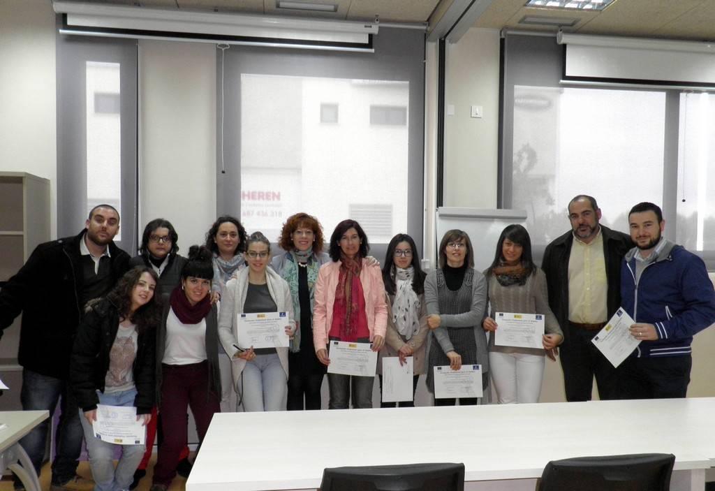 herencia entrega diplomas con alcalde y concejala - Entregados los diplomas de los cursos de atención sociosanitaria y alemán