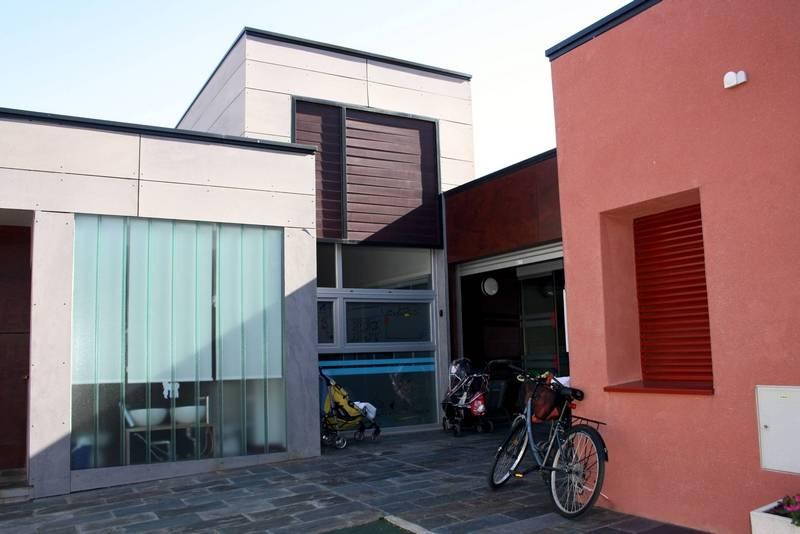 herencia escuela infantil fachada - La Corporación Municipal de Herencia aprueba por unanimidad congelar los impuestos y tasas municipales en 2015