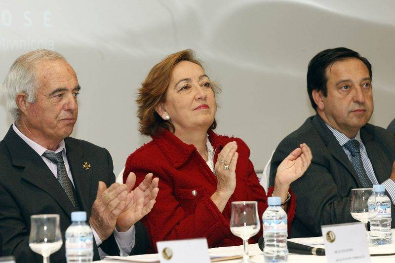 Foto de archivo de la JCCM: Eugenio Díaz-Pavón (a la izquierda) durante clausura 50 Aniversario Cooperativa San Jose en Herencia (CR) en 2012