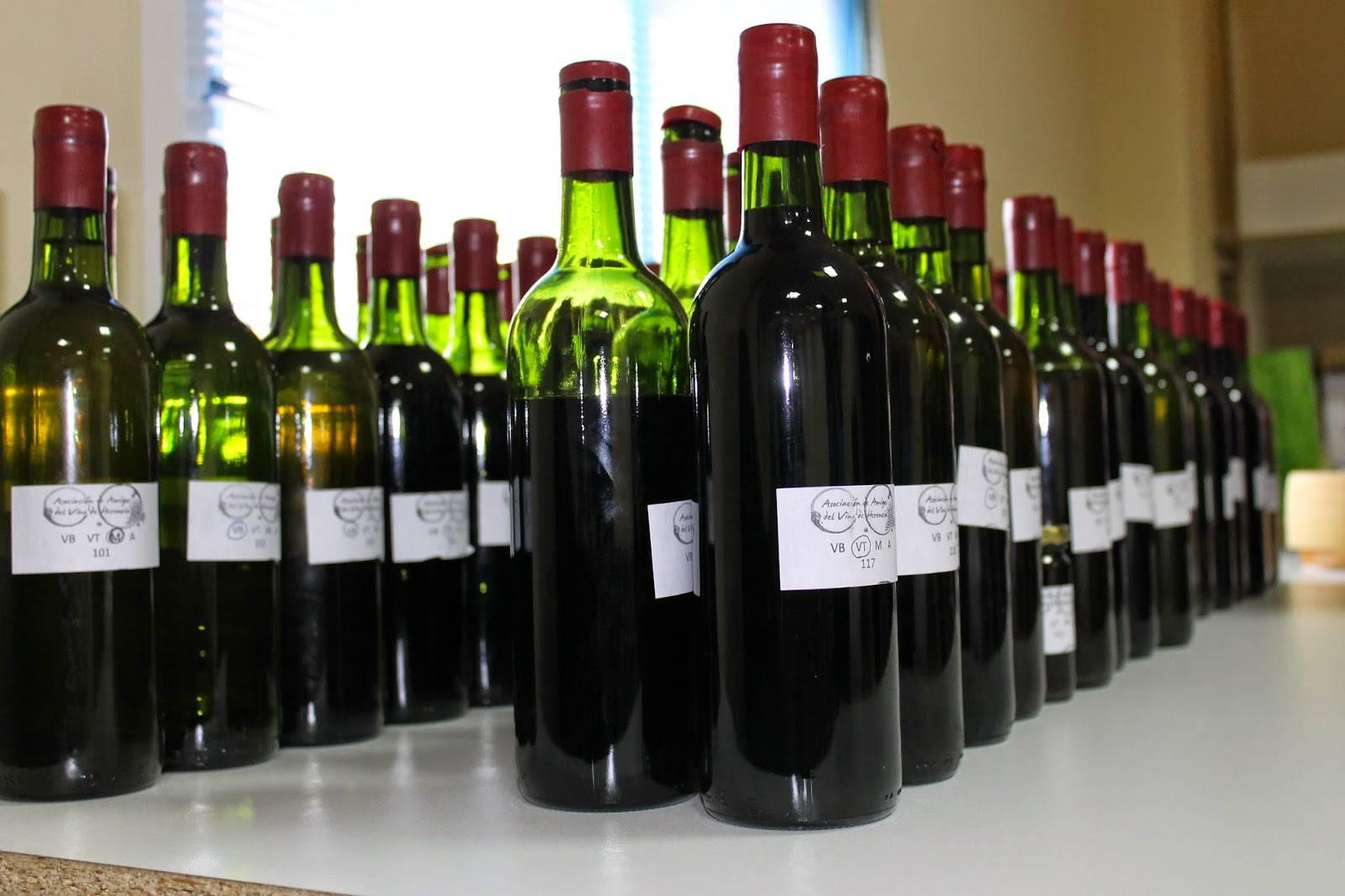 Muestras de los vinos y mistelas presentadas al concurso. Foto: Asociación de Amigos del Vino de Herencia