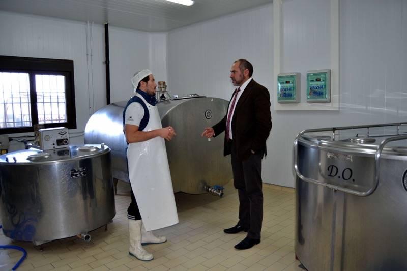 herencia cofer 4 alcalde y cofer - El alcalde de herencia felicita a Cofer por su Oro en el World Cheese Awards