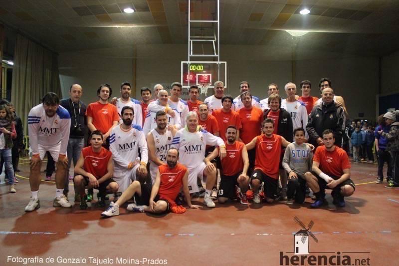 Fotogalería del encuentro entre el Herencia Basket y el Leyendas del Real Madrid 42