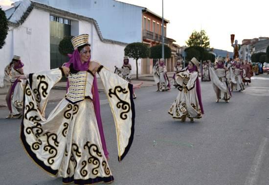 3 herencia burleta 1 desfilantes al comienzo del recorrido g - Ganadores del desfile del Ofertorio del Carnaval de Herencia