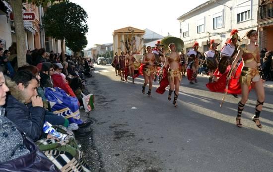 9 herencia mucha gente g - Ganadores del desfile del Ofertorio del Carnaval de Herencia