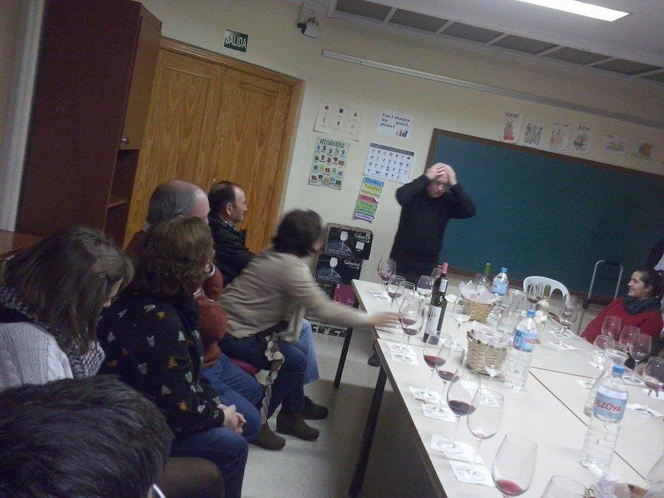 Escuchando al vino Afammer Herencia1 - Afammer une el vino y la literatura en la biblioteca municipal de Herencia