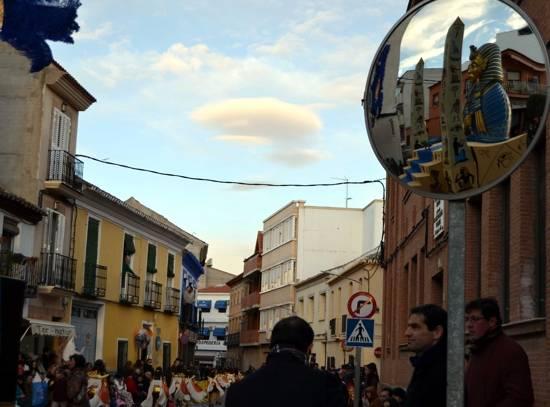 HERENCIA 2 espejo ante colegio La Zanja g - El calor del desfile del Ofertorio pudo con el frío del invierno