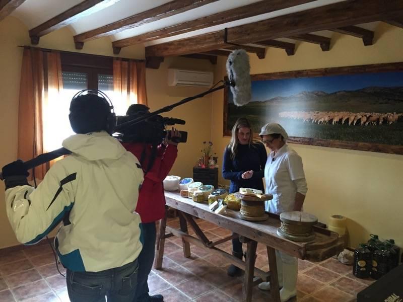 QUESOS GÓMEZ MORENO seleccionada por el programa AQUÍ LA TIERRA de Televisión Española para hablar de queso manchego 1