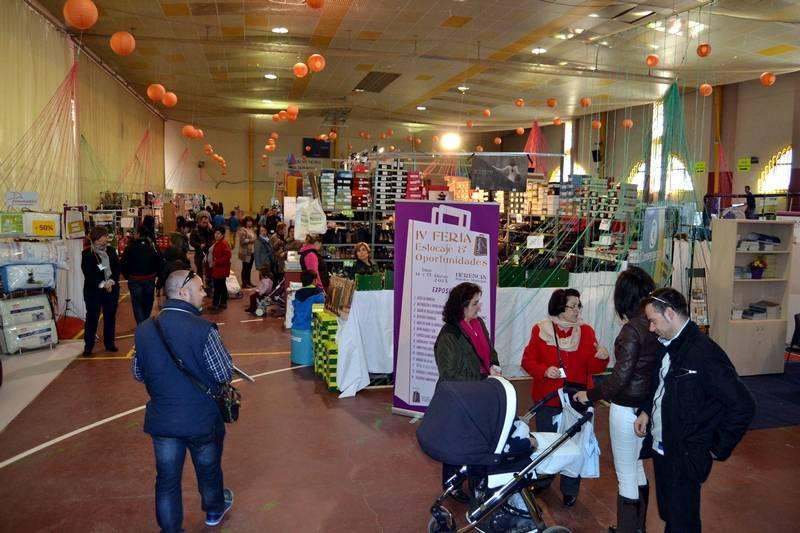herencia ambiente general de la feria - El público llena los stands de la 4ª Feria Comarcal del Estocaje y Oportunidades de Herencia