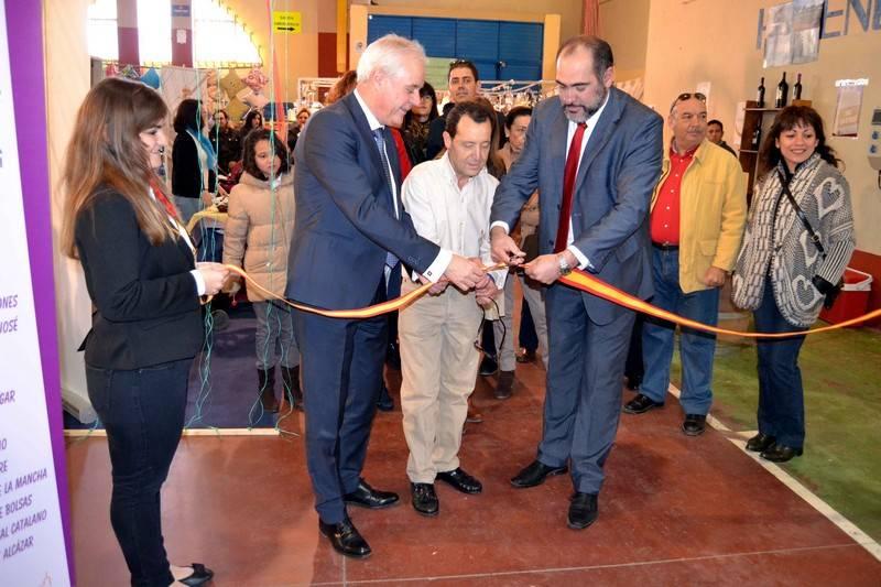 herencia corte de cinta feria - El público llena los stands de la 4ª Feria Comarcal del Estocaje y Oportunidades de Herencia