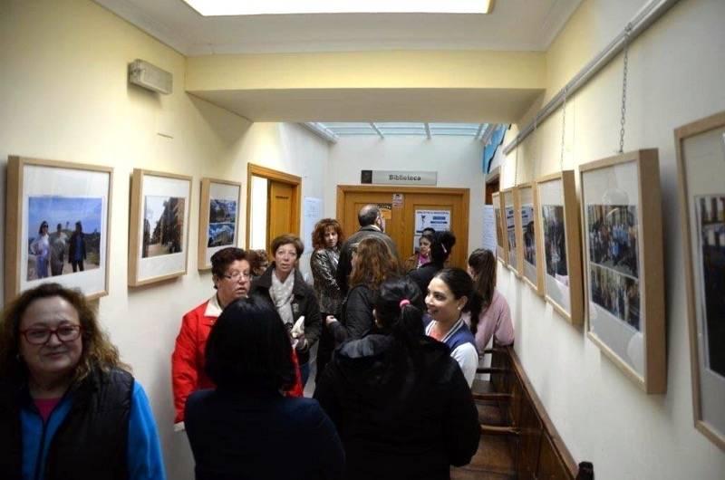 """herencia expo las calis 4 mucha gente - Nace la Asociación Cultural """"Las Calis de Herencia"""", que abrió una exposición con motivo del Día Internacional del Pueblo Gitano"""