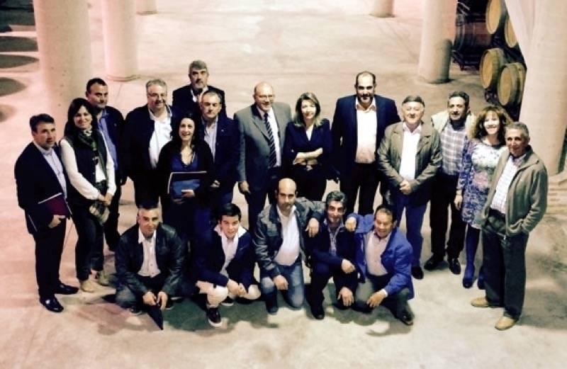 herencia visita bodega vinasoro algunos asistentes g - Celebradas las Jornadas Empresariales de Herencia