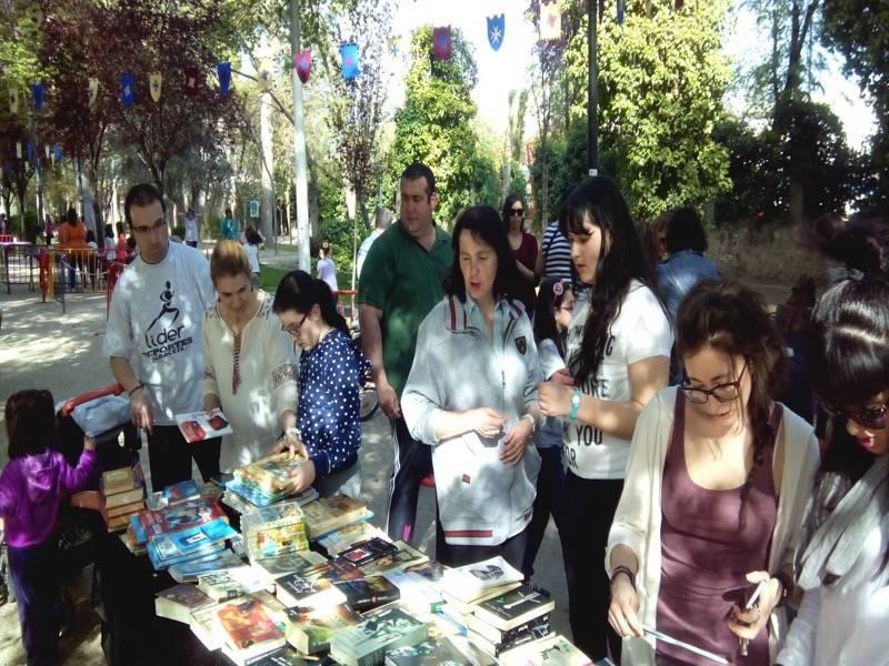 truequelibros 2015 herencia2  - Éxito de participación en el mercadillo del libro y el truequelibros