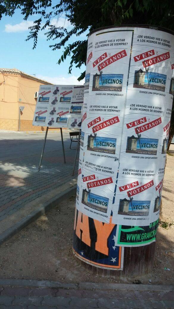 fotografia carteles elecciones herencia 2 - La Agrupación Electoral de Vecinos de Herencia no gana ninguna demanda contra el PP