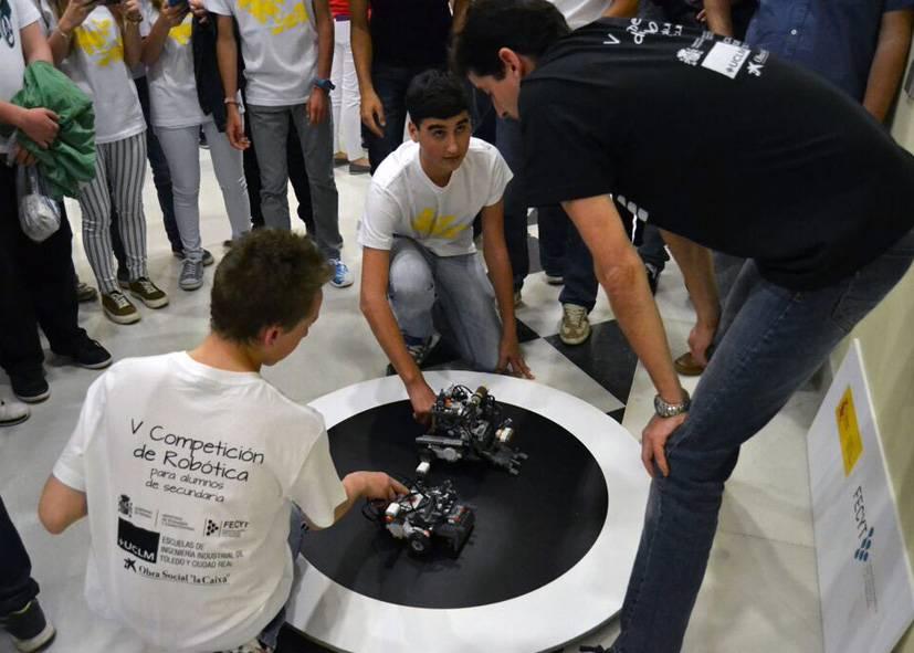Concurso de robotica de la UCLM - EL IES Hermógenes Rodríguez disputará la final de la V Competición de Robótica de la UCLM
