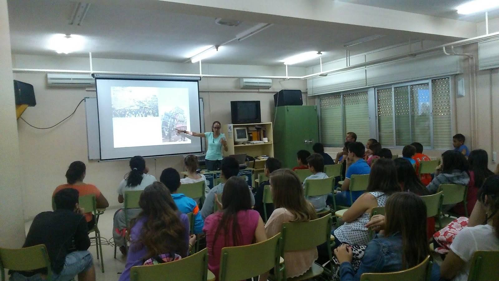 Conferencia sobre Nepal de Beatriz Gomez en el instituto de Herencia1 - Beatriz Gómez Rico imparte un conferencia sobre Nepal en el IES Hermógenes Rodríguez