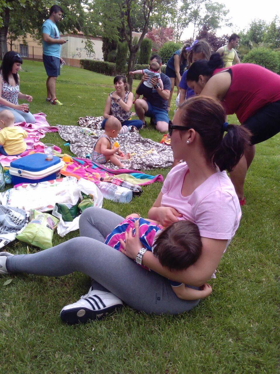 Convivencia en el parque del Grupo de Apoyo a la Lactancia Materna de Herencia c