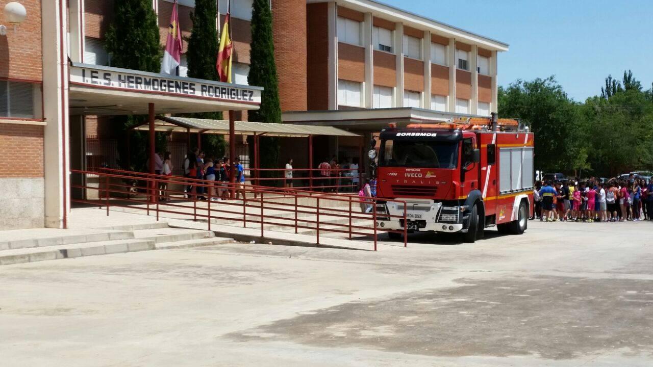 bomberos en instituto hermogenes rodriguez