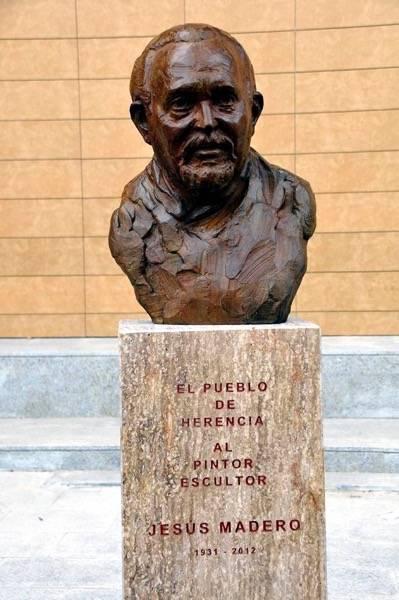 herencia busto 1 - Emotivo acto de inauguración del busto de Jesús Madero