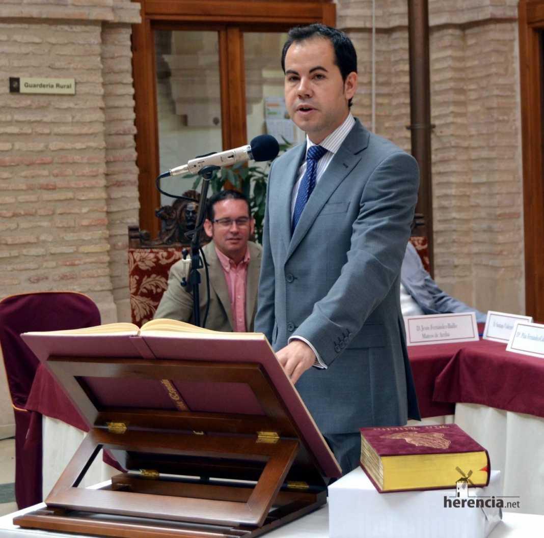 sergio garcia nava promete su cargo como alcalde de Herencia 1068x1057 - Respuesta del Alcalde a las críticas del PP