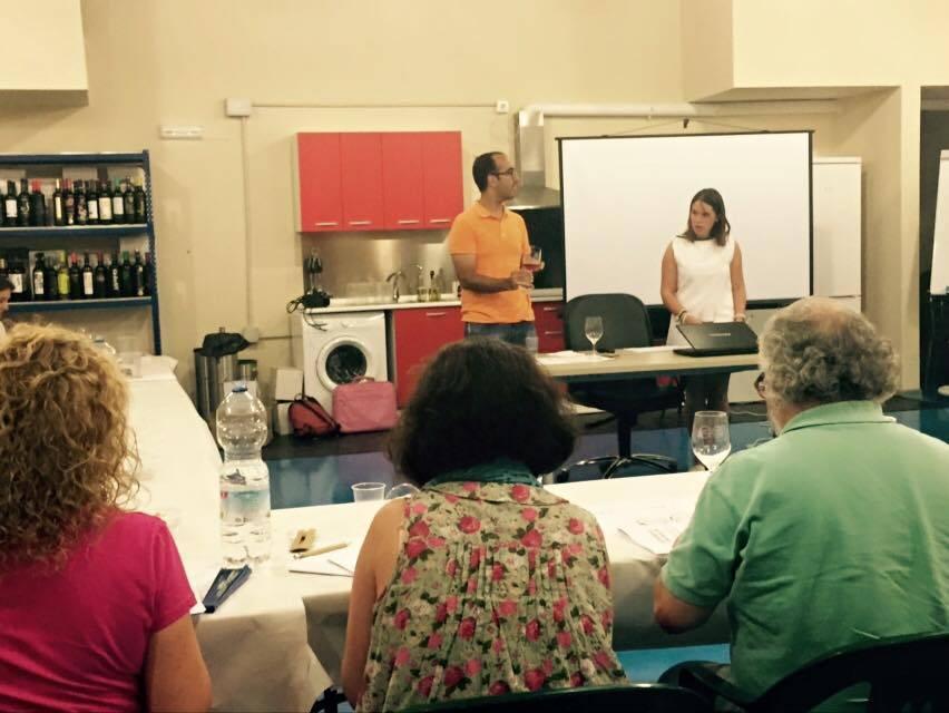III Curso de cata de vinos de Herencia 14 - Éxito del III curso de cata de vinos. Fotogalería