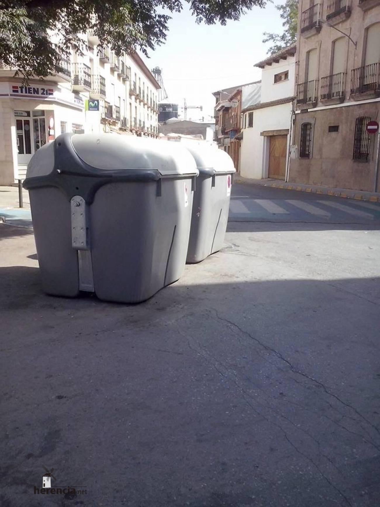 contenedores de basura en herencia 4 - Pensionistas y jubilados verán reducida su tasa de basura a la mitad