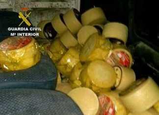 Estado de la furgoneta con los quesos robados en Herencia en el momento de intervenir la Guardia Civil