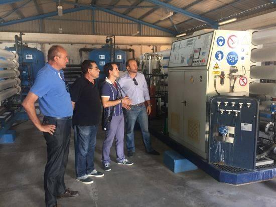 El alcalde visita la planta tratamiento de agua de Herencia