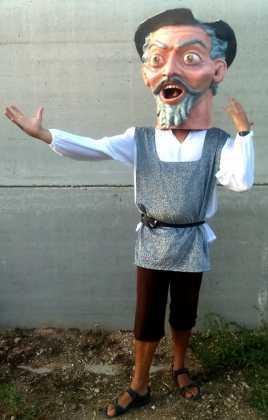cabezudo de don quijote para herencia 2 268x420 - Nuevos cabezudos de Don Quijote y Sancho Panza