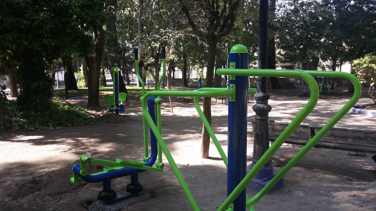 maquinas de gimnasia - Instalado un circuito de máquinas de gimnasia en el Parque Municipal