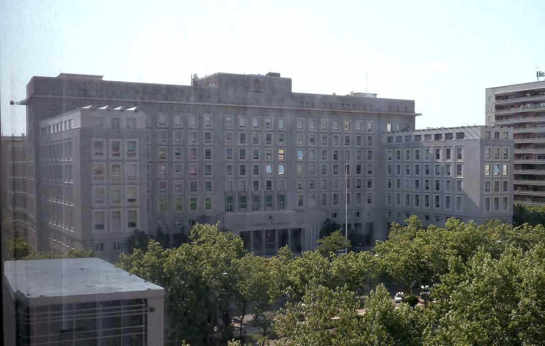ministerio de defensa 1068x678 - Imputadas por cohecho 13 empresas contratistas de Defensa