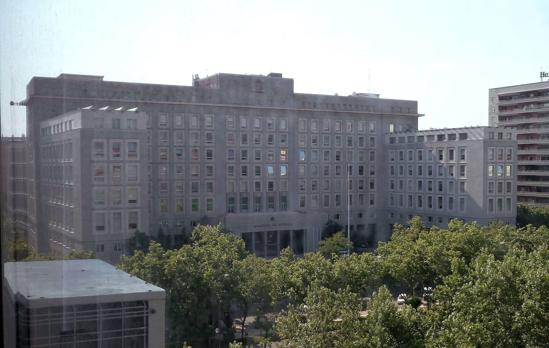 ministerio de defensa - Imputadas por cohecho 13 empresas contratistas de Defensa