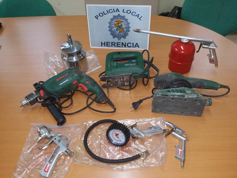 Objetos recuperados por la policia tras el robo en el teleclub de Herencia
