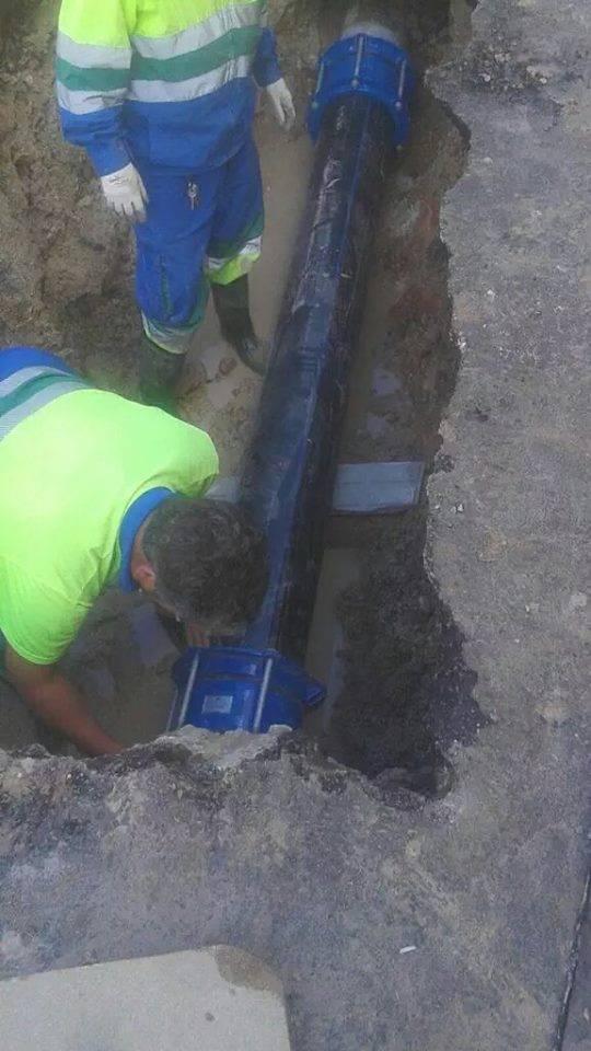 Averia de agua en Herencia 1 - Rotura de agua en el barrio del Cristo