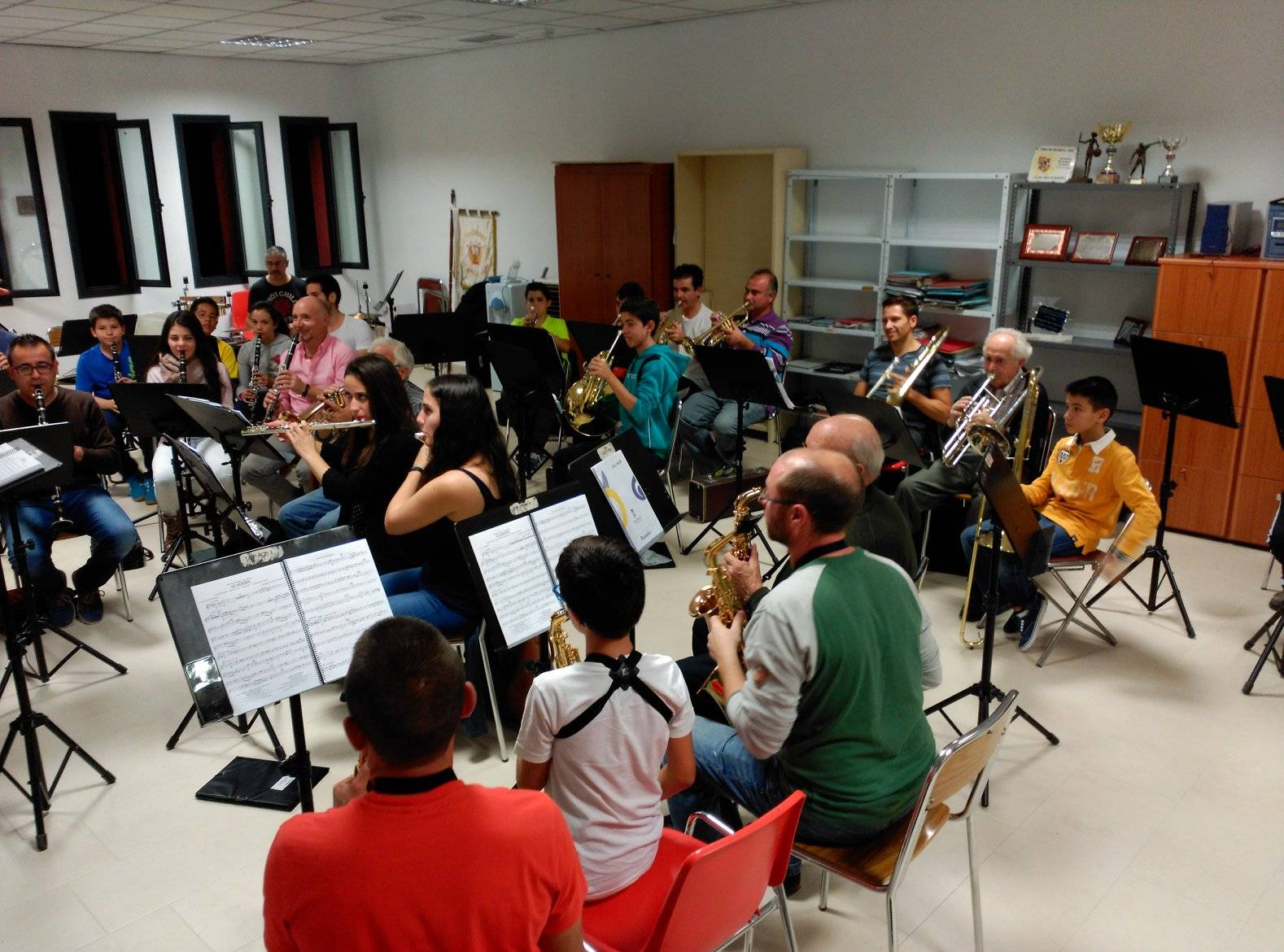 """Ensayo de la agrupación musical """"Santa Cecilia"""" de Herencia"""