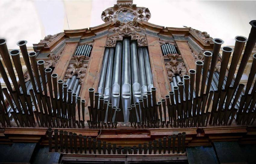 organo parroquial herencia - Finalización en las obras de reconstrucción del órgano barroco de Herencia