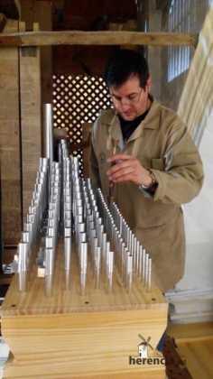Eduardo Bribiesca organero encargado de la restauracion del organo barroco de Herencia 236x420 - Restaurado el órgano parroquial. Entrevista a Eduardo Bribiesca Fernández organero