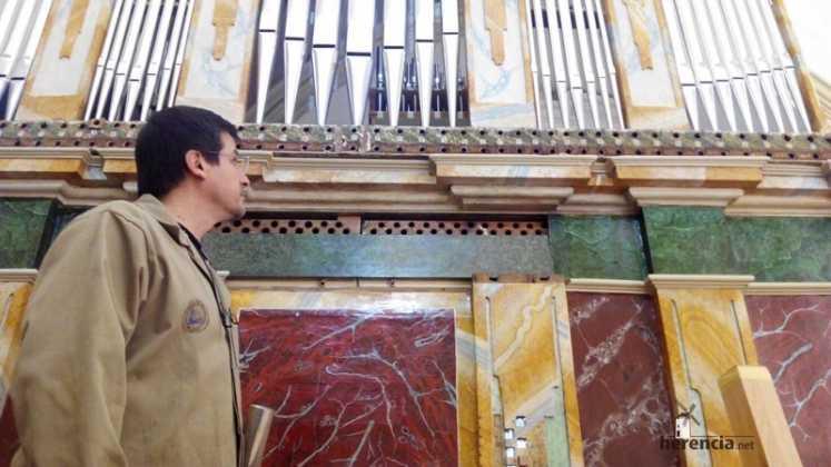Eduardo Bribiesca organero encargado de la restauracion del organo barroco de Herencia2 747x420 - Restaurado el órgano parroquial. Entrevista a Eduardo Bribiesca Fernández organero