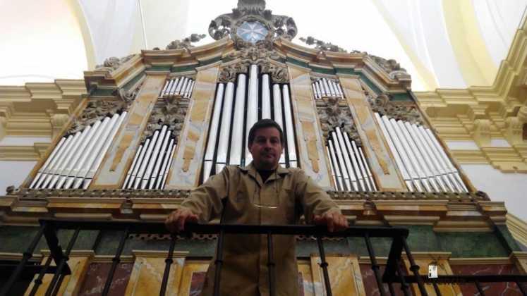 Eduardo Bribiesca organero encargado de la restauracion del organo barroco de Herencia9 747x420 - Restaurado el órgano parroquial. Entrevista a Eduardo Bribiesca Fernández organero