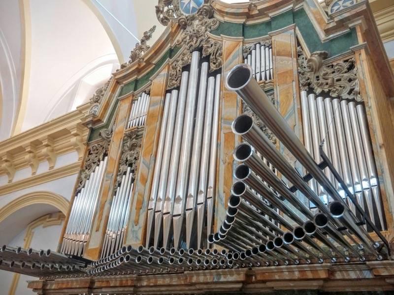 Misa de bendicion de los trabajos de restauracion y reconstruccion del organo barroco de Herencia 5 - Vídeo del órgano parroquial tocado por Roberto Fresco