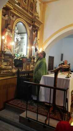 Momento de la bendicion del retablo de la ermita san Jose tras su restauracion 236x420 - Aspecto del retablo de san José tras su restauración
