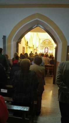 Momento del acto de bendición del retablo de la ermita san Jose tras su restauracion 236x420 - Aspecto del retablo de san José tras su restauración