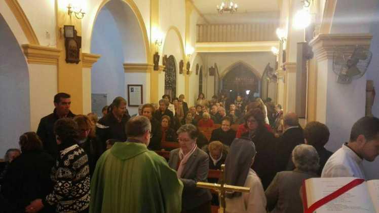 Momento del acto de bendicion del retablo de la ermita san Jose tras su restauracion1 748x420 - Aspecto del retablo de san José tras su restauración