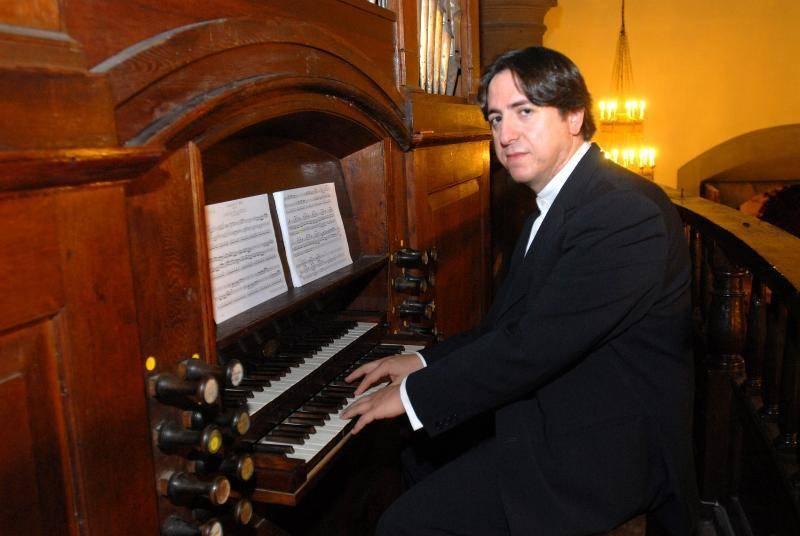 ROBERTO FRESCO - El organista de la catedral de La Almudena tocará el órgano barroco de Herencia