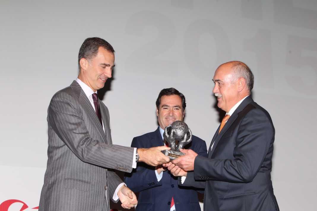 Rey Felipe y Antonio Ramirez de Tecnove Security en Herencia 1068x712 - Tecnove Security premiada por su compromiso con la inclusión laboral