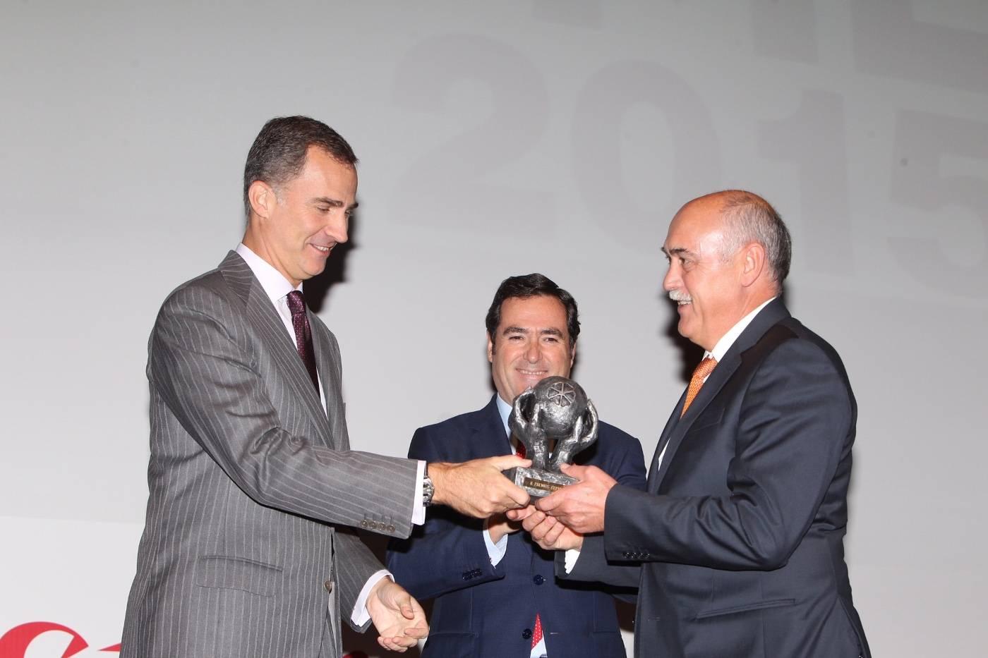 Rey Felipe y Antonio Ramirez de Tecnove Security en Herencia - Tecnove Security premiada por su compromiso con la inclusión laboral