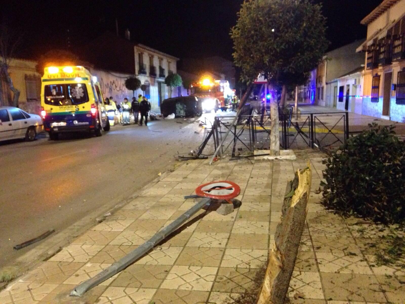 Accidente de coche en Villafranca después de saltarse control alcoholemia de Guardia Civil