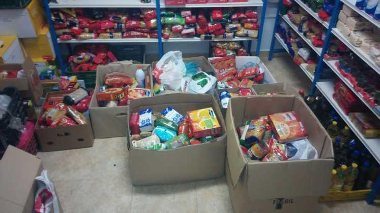 donacion de alimentos a Caritas Herencia 747x420 - La hermandad de san Jose restaura su retablo y dona alimentos a Cáritas
