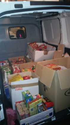 donacion de alimentos a Caritas Herencia1 236x420 - La hermandad de san Jose restaura su retablo y dona alimentos a Cáritas
