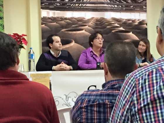 entrega premios concurso del vino en Herencia 21 560x420 - Entrega de premios III Concurso de Vinos, Mistelas y Arropes artesanales