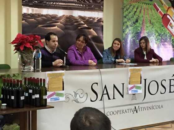 entrega premios concurso del vino en Herencia 23 560x420 - Entrega de premios III Concurso de Vinos, Mistelas y Arropes artesanales